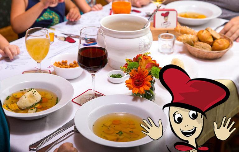 Familienessen bei der Gastwirtschaft & Hotel Holzinger